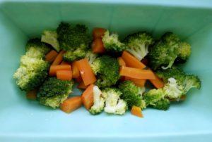 budinca de broccoli, morcov si pui diversificare retete copii