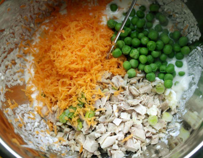 briose cu pui si legume, diversificare, retete sanatoase pentru copii, retete de briose pentru copii, retete cu pui pentru copii, biscuim, retete biscuim, retete rapide pentru copii, briose cu legume pentru copii