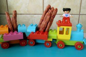 gustare pentru copii, grisine cu sfecla, retete cu sfecla pentru copii, retete sanatoase pentru copii, diversificare, grisine, biscuim, retete biscuim