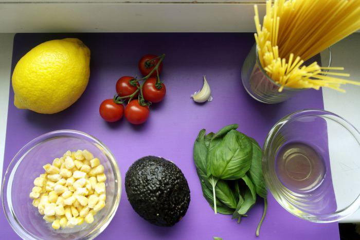 mancaruri rapide pentru copii, paste, retete de paste pentru copii, retete cu avocado pentru copii, biscuim, diversificare, retete pentru copii, paste cu avocado si rosii cherry